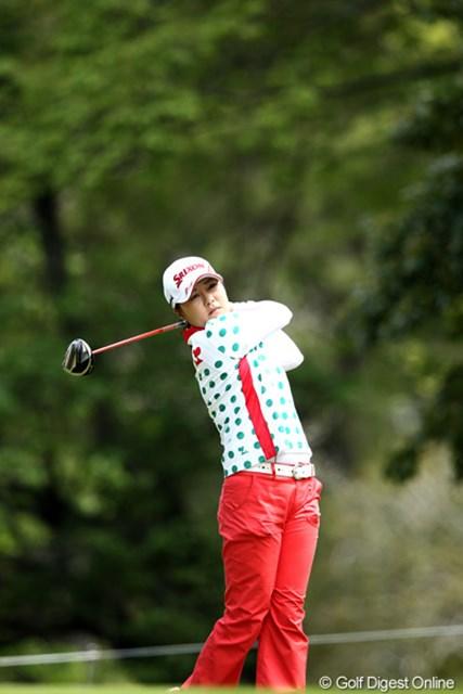 2012年 サイバーエージェント レディスゴルフトーナメント 2日目 イ・ジウ 有村を捕らえ首位タイに浮上した韓国のイ・ジウ