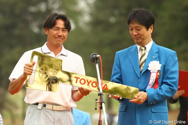 2012年 中日クラウンズ 最終日 横尾要 初日の13番Par3でホールインワン!副賞のTOYOTAマークXゲットです。