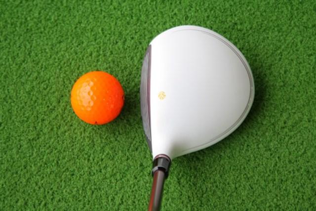 新製品レポート テーラーメイド グローレ フェアウェイウッド レディス No.2 フェース側に重心ポイントを置くことで、とにかく球が上がって、ミスショットもカバー。