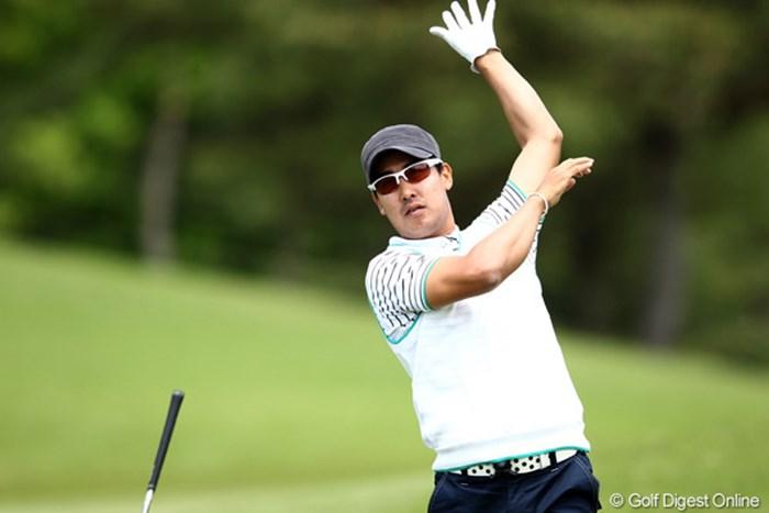 スタート直後のセカンドショット、このあと2ホール終了後、右足痛のため棄権 2012年 日本プロゴルフ選手権大会 日清カップヌードル杯 2日目 J.B.パク