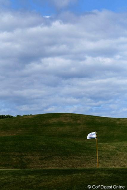 2012年 日本プロゴルフ選手権大会 日清カップヌードル杯 3日目 風 今日の風速11.8m、北西の風。選手は大変ですよ。スコアがた落ち?