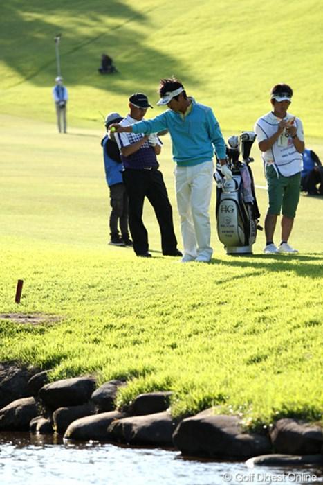 17番クリークに入れてしまいドロップして打つもボギー 2012年 日本プロゴルフ選手権大会 日清カップヌードル杯 3日目 谷昭範