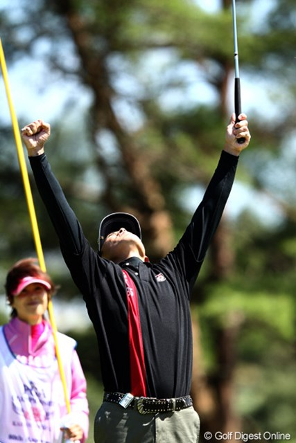 2012年 日本プロゴルフ選手権大会 日清カップヌードル杯 3日目 上田諭尉 5番ショート強風で困難なホール、パーセーブでバンザイ!