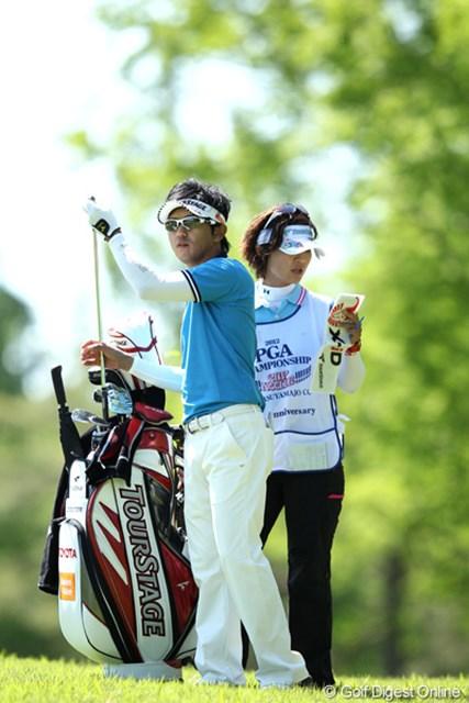 2012年 日本プロゴルフ選手権大会 日清カップヌードル杯 3日目 近藤共弘 風の中クラブ選択も大変です。
