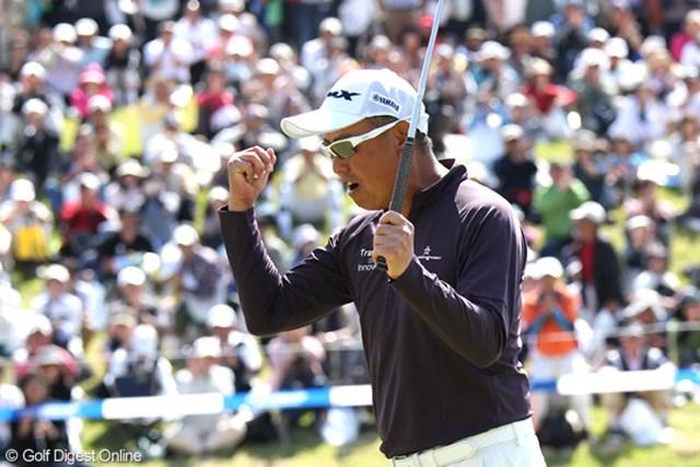 2012年 日本プロゴルフ選手権大会 日清カップヌードル杯 最終日 谷口徹 最終18番、下りのバーディパットをカップ手前20センチに寄せて勝利を確信した。