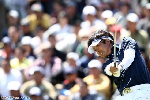 2012年 日本プロゴルフ選手権大会 日清カップヌードル杯 最終日 深堀圭一郎 力強さを感じさせるショット!