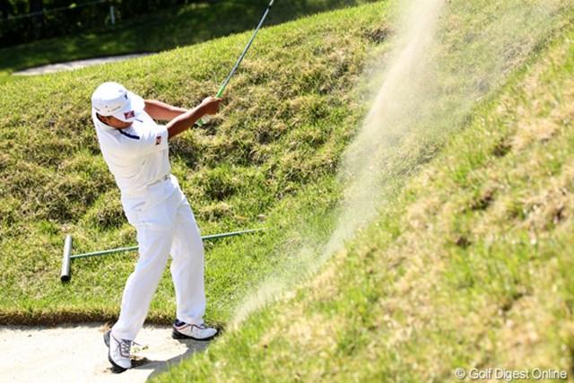2012年 日本プロゴルフ選手権大会 日清カップヌードル杯 最終日 小田孔明 こんなにアゴの高いバンカーショットも完璧、でもスコアが・・・7つスコアを落とし18位タイ