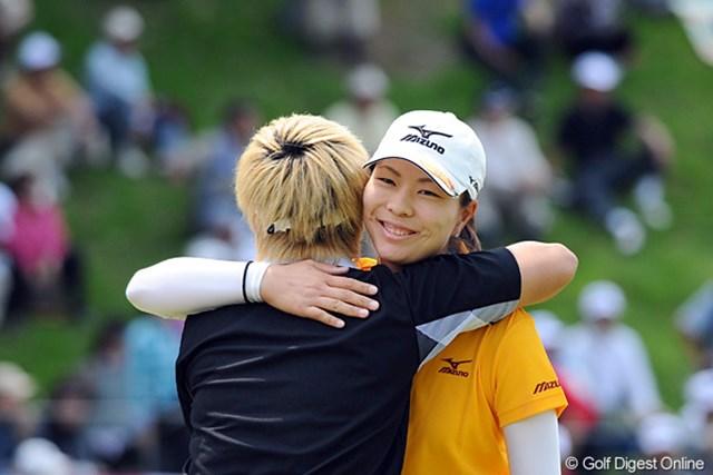 2012年 中京テレビ・ブリヂストンレディスオープン 2日目 服部真夕 この日のベストスコアタイ「65」をマークした服部真夕が3位タイに急浮上!地元での逆転勝利に望みを繋いだ。