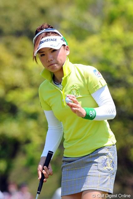 2012年 中京テレビ・ブリヂストンレディスオープン 2日目 有村智恵 連続バーディのスタートで「今日はチエゾー先生大爆発の日や~」と思ってへばり付いたんですけど…。勝負どころの16番がダボで撃沈…。16位T