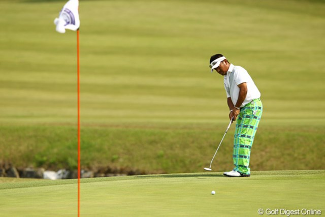 2012年 とおとうみ浜松オープン 3日目 篠崎紀夫 ベテランらしからぬオシャレなパンツです。