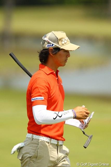 2012年 とおとうみ浜松オープン 3日目 石川遼 昨日のラウンド後は、エースパターで練習してたんですけどねぇ。