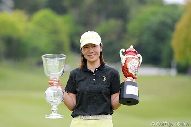 2012年 中京テレビ・ブリヂストンレディスオープン 最終日 李知姫 2位に3打差をつけて大会3勝目を手にした李知姫。今季2勝目1番乗りを果たした