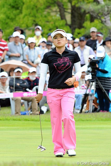 2012年 中京テレビ・ブリヂストンレディスオープン 最終日 有村智恵 最終日はパターを替えて臨んだ有村智恵。5バーディにも「5つしか獲れなかった」