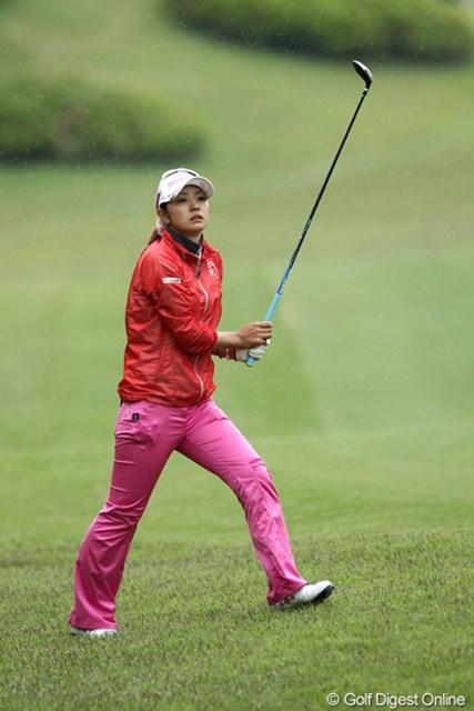 2012年 ヨネックスレディスゴルフトーナメント 初日 斉藤愛璃 初日1アンダー12位スタート、明日もこの調子で頼みますよ。