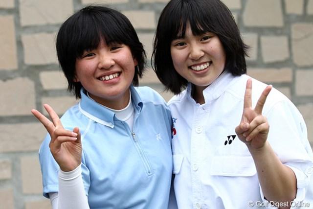 2012年 ヨネックスレディスゴルフトーナメント 初日 永井花奈(左)&キャディさん 2人は中学の同級生。ナイスコンビです!