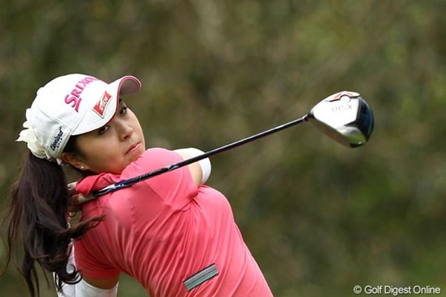 2012年 ヨネックスレディスゴルフトーナメント 初日 青木瀬令奈 3アンダーで初日堂々のトップタイ、昨年プロテストを通ったばかりです。