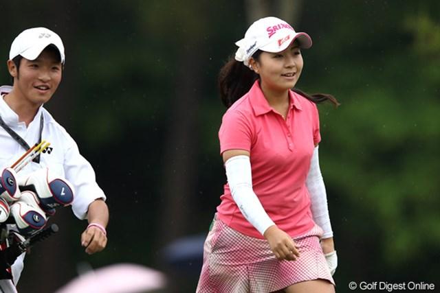 2012年 ヨネックスレディスゴルフトーナメント 初日 青木瀬令奈 群馬県出身、笑顔を見てのとおりまだ若いんです。