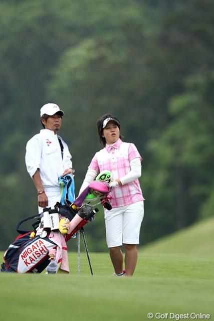 2012年 ヨネックスレディスゴルフトーナメント 初日 西村美希 こちらも高校2年生、1アンダー12位タイ頑張ってます。