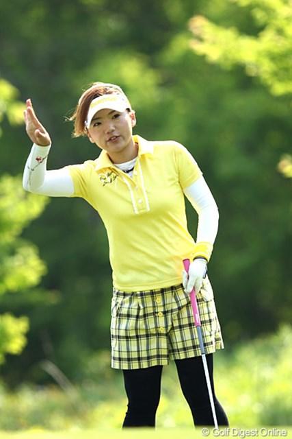 2012年 ヨネックスレディスゴルフトーナメント 2日目 有村智恵 「ボランティアさ~ん、少しよけてくださ~い」