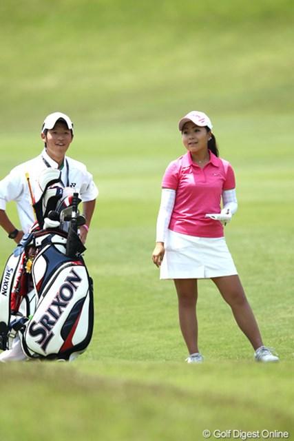 2012年 ヨネックスレディスゴルフトーナメント 2日目 青木瀬令奈 時折見せる余裕の笑顔?