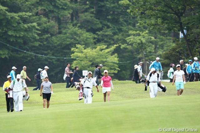 2012年 ヨネックスレディスゴルフトーナメント 2日目 最終組 馬場ゆかり(左)、青木瀬令奈(中)、永井花奈(右)。みんながそれぞれのリズムでプレーを奏でた