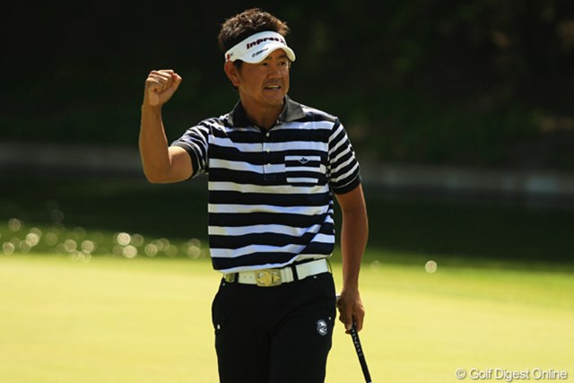 2012年 ダイヤモンドカップゴルフ 最終日 藤田寛之 最後は苦しみぬいて逃げ切った藤田寛之。最終ホールのバーディでガッツポーズを作った。