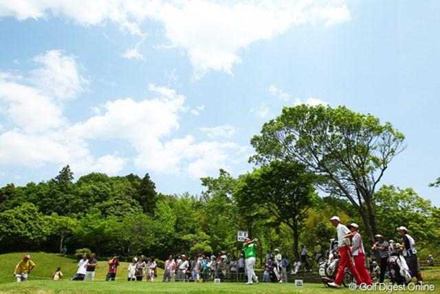 ダイヤモンドカップゴルフ最終日最終組の様子。少しばかり寂しいギャラリーの数?