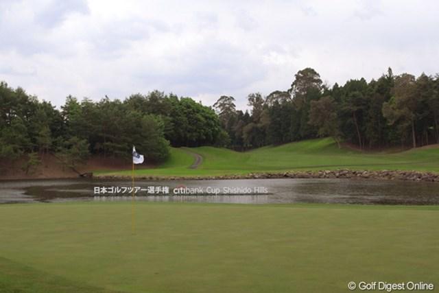 2012年 日本ゴルフツアー選手権 Citibank Cup Shishido Hills 17番ホール 例年難易度が最も高い17番ホール。今年も多くの選手が苦戦しそうだ