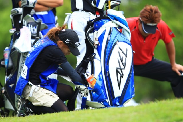 2012年 日本ゴルフツアー選手権 Citibank Cup Shishido Hills 初日 キャディ お願い!ドラエモン、なんか出してよー!.