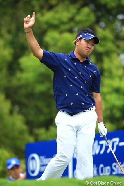 2012年 日本ゴルフツアー選手権 Citibank Cup Shishido Hills 初日 薗田峻輔 お姉さん!ビール1本追加ね。