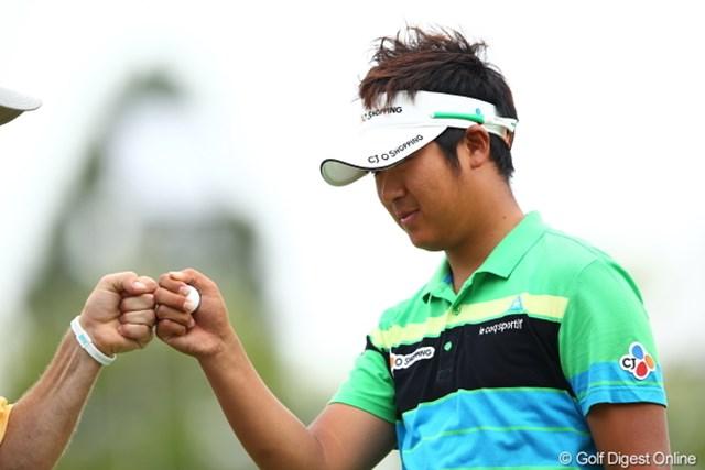 2012年 日本ゴルフツアー選手権 Citibank Cup Shishido Hills 初日 ドンファン ドラえもん握手