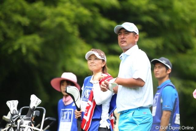 2012年 日本ゴルフツアー選手権 Citibank Cup Shishido Hills 初日 高橋竜彦 奥さんがキャディだとやっぱり心強いのかな。.