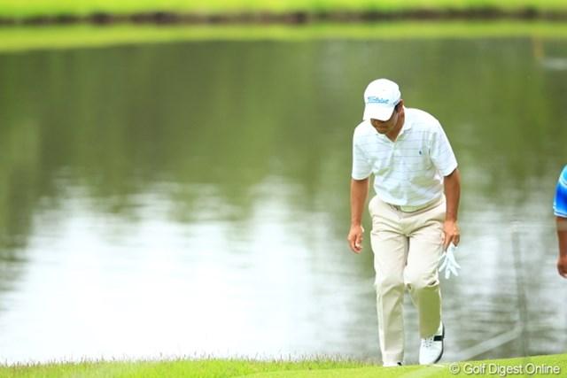 2012年 日本ゴルフツアー選手権 Citibank Cup Shishido Hills 初日 今野康晴 歩き方がパーマーちっくで若さが感じられないな。