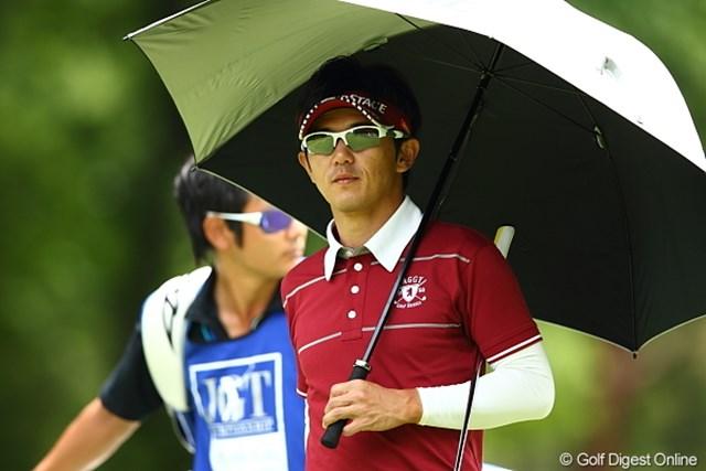 2012年 日本ゴルフツアー選手権 Citibank Cup Shishido Hills 3日目 近藤共弘 なかなか男子プロでここまで日傘が似合う選手もいまい。