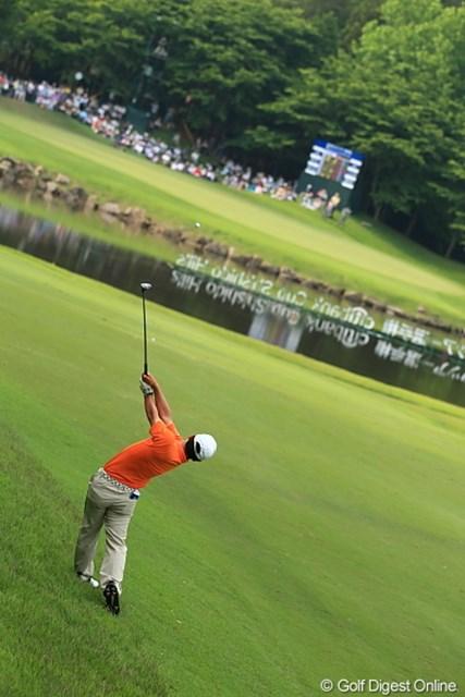 2012年 日本ゴルフツアー選手権 Citibank Cup Shishido Hills 3日目 上平栄道 小さいカラダを存分に使って豪快なショットを放つ!