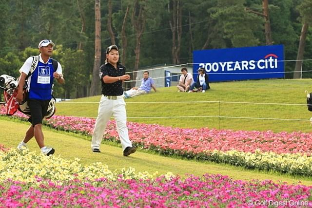 2012年 日本ゴルフツアー選手権 Citibank Cup Shishido Hills 3日目 藤本佳則 明日も最終ホールのこの花道をトップで歩きたいね。