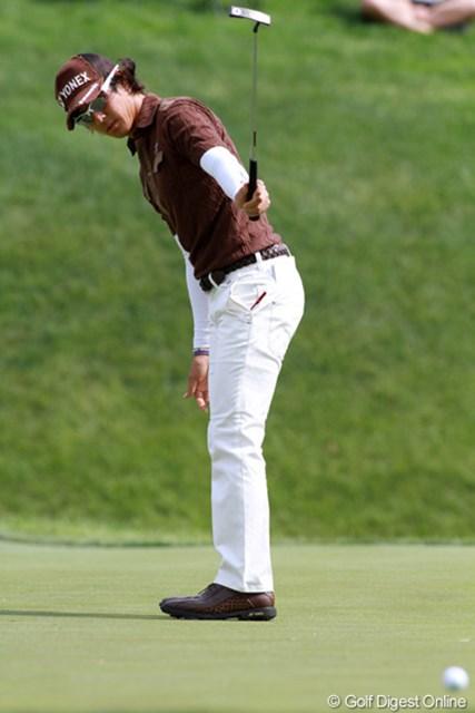 久々に長いバーディパットが決まった。後半に伸ばせる今のゴルフは心強い