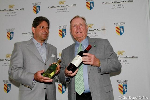 今年売り出される二クラスワインを発表する。お味のほどは?