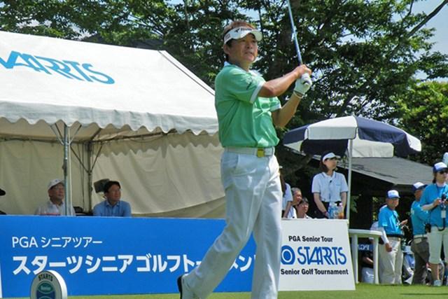 2012年 スターツシニアゴルフトーナメント 初日 尾崎直道 シニアツアー開幕戦の初日、5アンダー首位タイに立つ好スタートを切った尾崎直道 ※画像提供:日本プロゴルフ協会