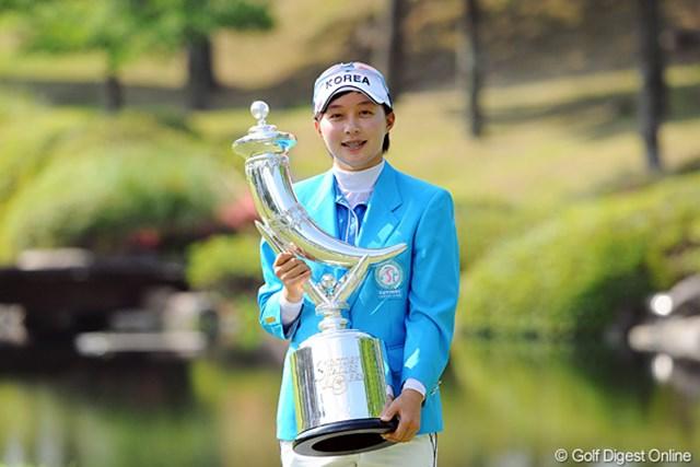数々のツアー記録を塗り替え、韓国出身、16歳のアマチュア、キム・ヒョージュ逆転優勝を飾った