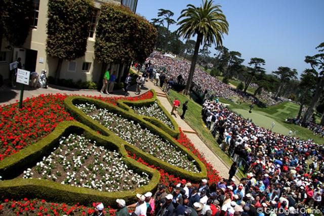 気温は低いが好天に恵まれ、大勢のギャラリーがグリーンを囲んだ。一体何万人が詰め掛けたのだろうか