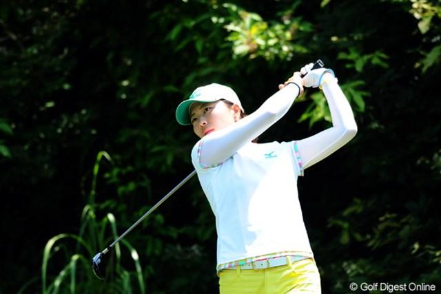 2012年 日医工女子オープンゴルフトーナメント 初日 服部真夕 首位に2打差の4アンダー2位タイ! 2週連続優勝へ向けて上々のスタートを切った服部真夕