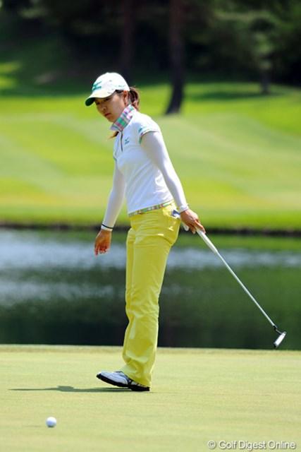 2012年 日医工女子オープンゴルフトーナメント 初日 服部真夕 今週もきたねエ~!今シーズンはズ~と好調キープやん!先週は、最終日の呪縛を破ってのVやったから、2週連続Vも視界に入ってますです。