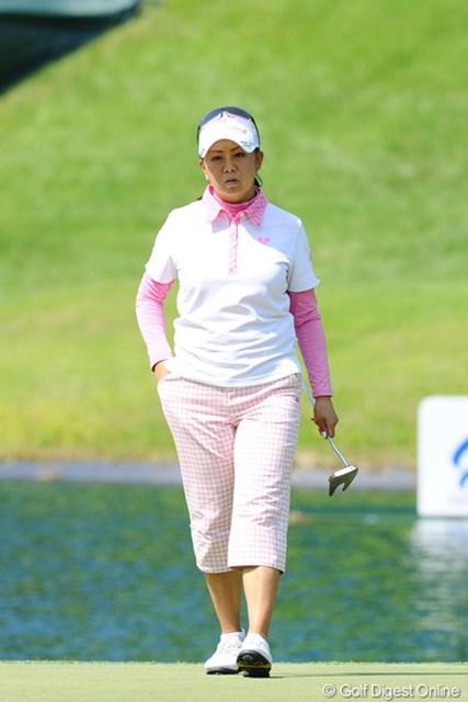 2012年 日医工女子オープンゴルフトーナメント 初日 佐伯三貴 コースは決して合っているとは言い難いと思うんやけど、4バーディ、2ボギーにまとめてきたのはさすがミキチー。しかしご不満の表情ですゥ。6位T