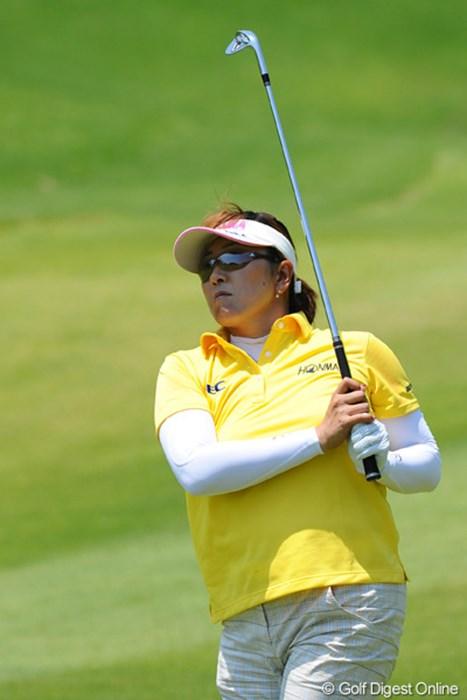 姐さん!お誕生日おめでとうございます!今日もメッチャメチャ飛んでましたでェ~!同伴プレーヤー50ヤードオーバードライブする場面も…46位T 2012年 日医工女子オープンゴルフトーナメント 初日 福嶋晃子