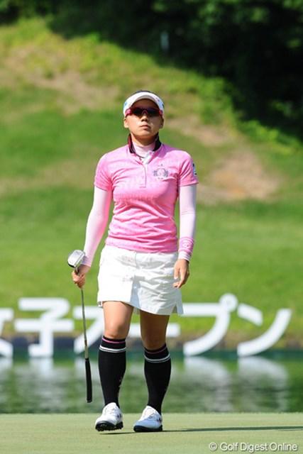 2012年 日医工女子オープンゴルフトーナメント 初日 有村智恵 噛み合いの悪さが目立ち、1オーバーの46位タイと出遅る初日となった有村智恵