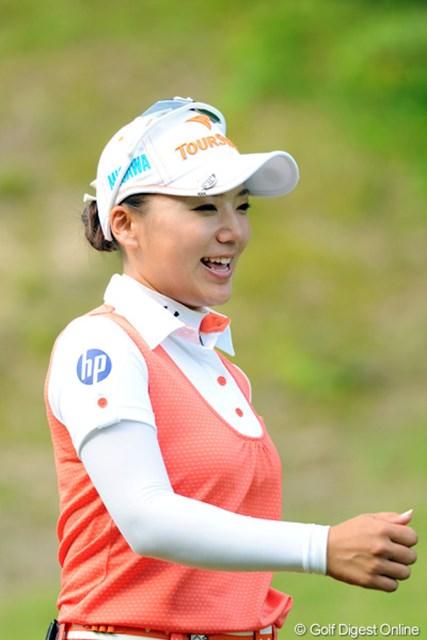 2012年 日医工女子オープンゴルフトーナメント 2日目 有村智恵 最終18番をイーグルで締めくくり、17位タイへの急浮上で決勝ラウンド進出を決めた有村智恵