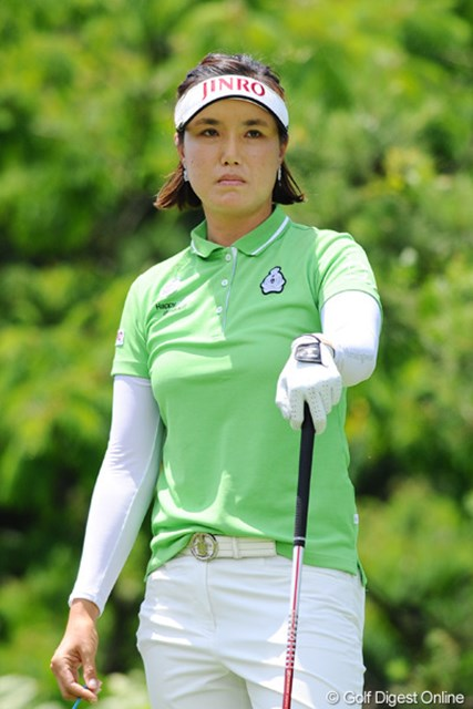 2012年 日医工女子オープンゴルフトーナメント 2日目 全美貞 全美貞は苦しみながらも首位タイにとどまり最終日へ。今季2勝目に王手をかけた