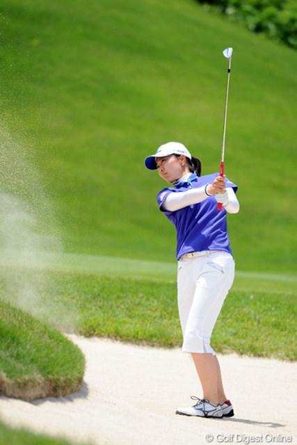 2012年 日医工女子オープンゴルフトーナメント 2日目 服部真夕 初日は4つのパー5全てでバーディを奪ったが、この日は僅か1つ。5位タイに後退した服部真夕