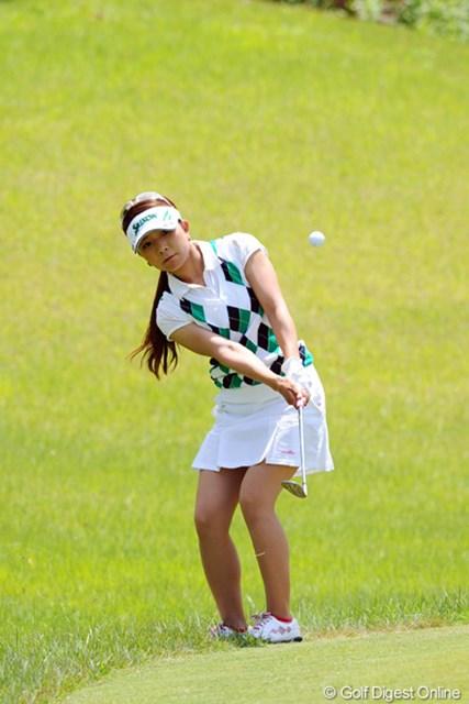 2012年 日医工女子オープンゴルフトーナメント 2日目 林綾香 4番、5番といずれもアプローチを寄せきれずに連続ダボ。首位争いから早々に脱落した。